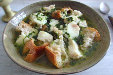 Açorda de peixe num prato