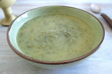 Caldo verde num prato de sopa