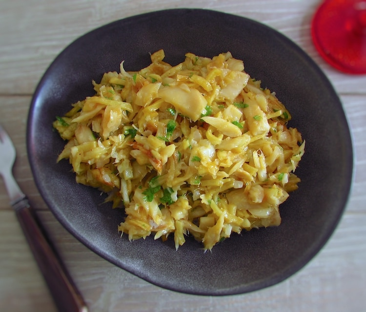 """Cod """"à Brás"""" on a dish bowl"""