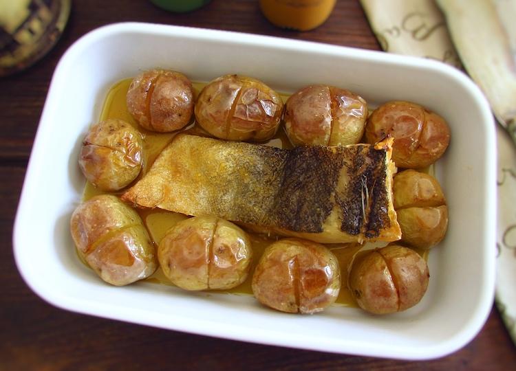 """Cod """"à lagareiro"""" on a baking dish"""
