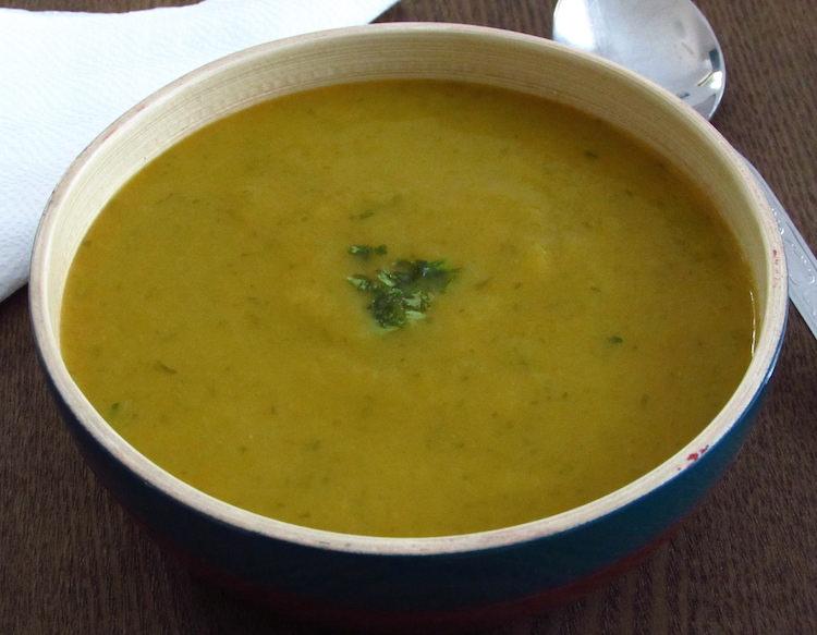Lettuce soup on a soup bowl