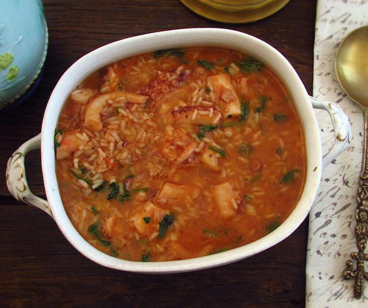 Octopus rice on a tureen