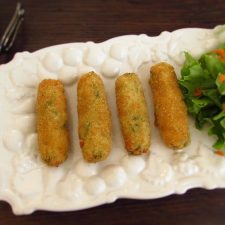Shrimp croquettes on a platter