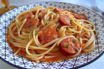 Spaghetti with chouriço on a plate