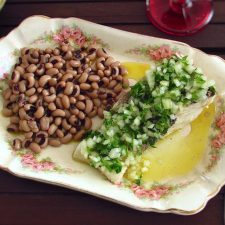 Cod with black-eyed beans on a platter