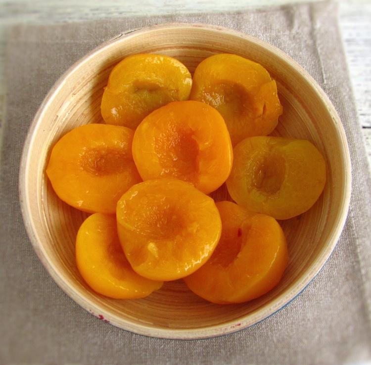 Peaches on a bowl