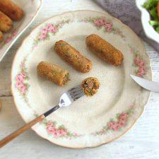 Croquetes de carne num prato
