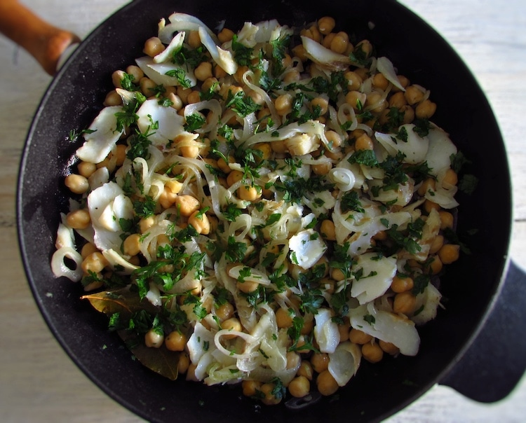 Chickpeas and cod salad on a frying pan