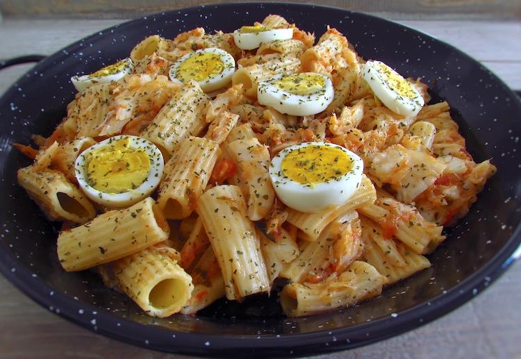 Bacalhau com massa e ovo
