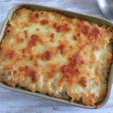 Baked macaroni with meat on a baking dish