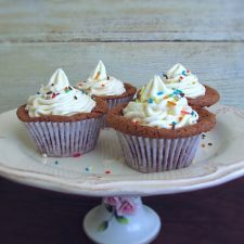 Cupcakes de chocolate num prato