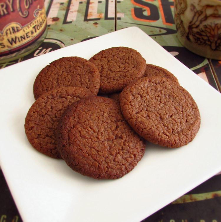 Bolachas de chocolate num prato