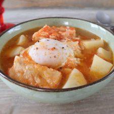 Sopa de bacalhau num prato de sopa
