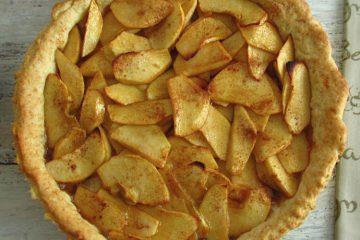 Apple pie on a pie pan