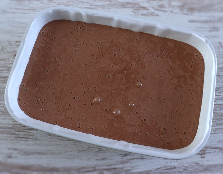 Chocolate cream on a rectangular baking dish