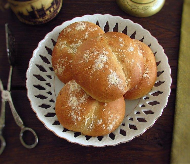 Pão de alho num prato