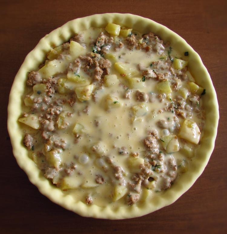 Tarte recheada com carne, batata e béchamel