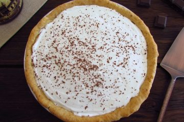 Tarte de chocolate e chantilly numa tarteira