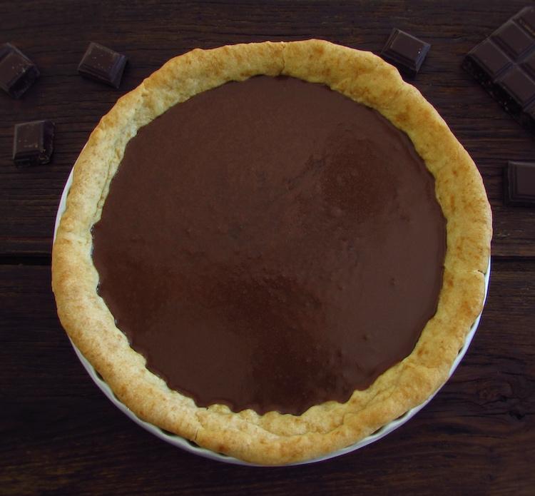 Tarte recheada com creme de chocolate