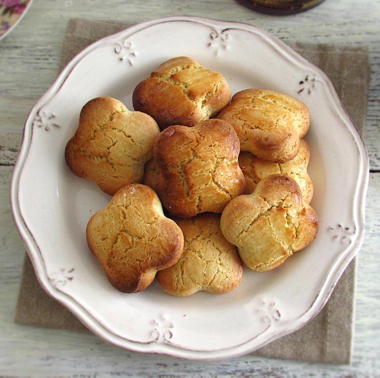 Biscoitos de azeite num prato