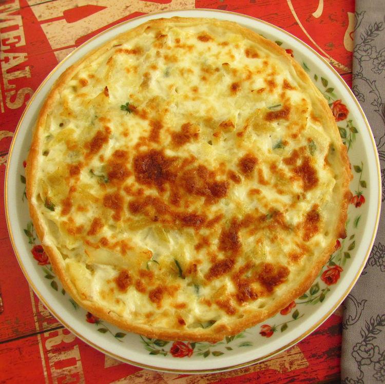 "Cod ""à Brás"" pie on a plate"
