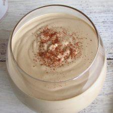 Mousse de café numa taça de vidro