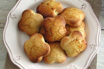 Olive oil biscuits on a plate