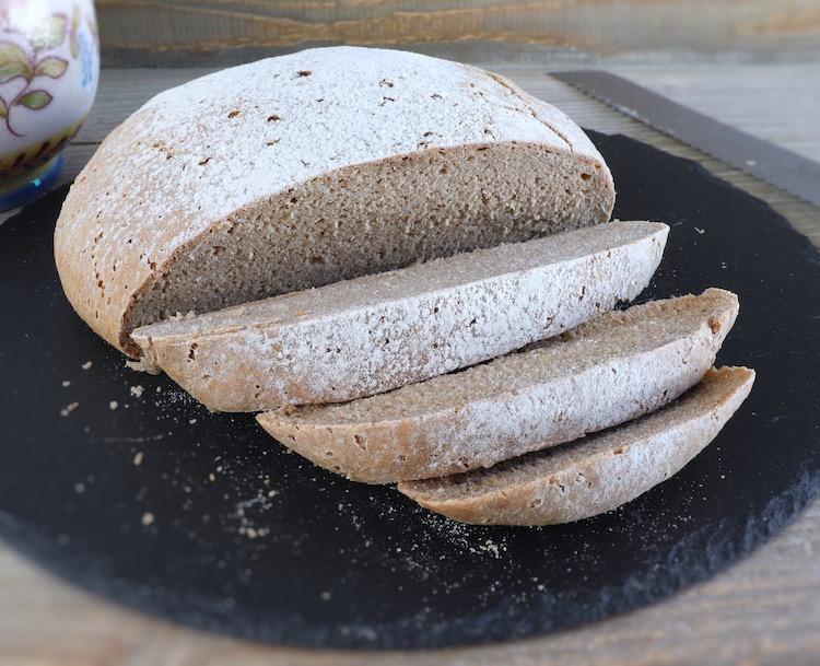 Pão de centeio fatiado