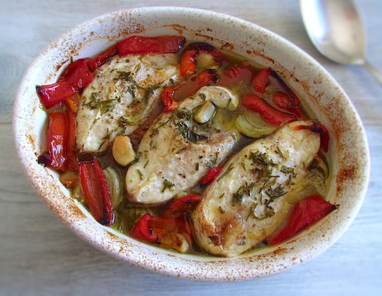 Pargo no forno à Portuguesa numa assadeira