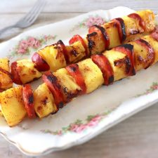 Pineapple and chouriço kebabs on a platter