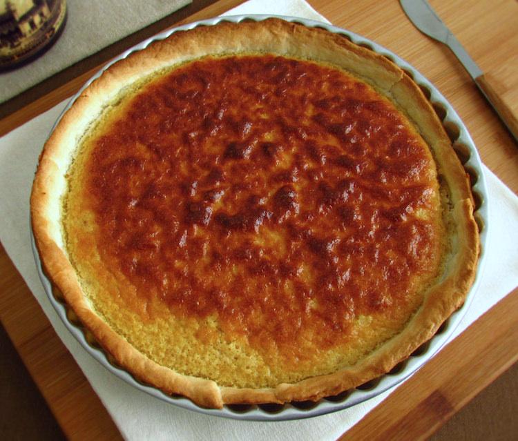 Lemon and cinnamon pie on a pie pan