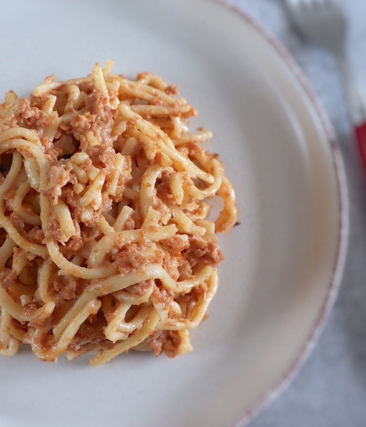 Baked spaghetti with meat on a plate