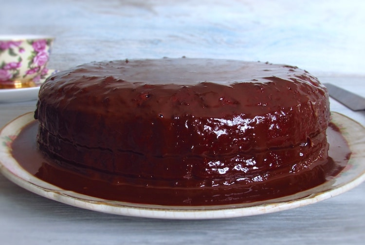 Cake filled with sweet egg cream topped chocolate on a plate