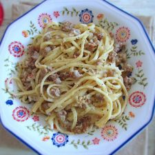 Minced meat with spaghetti on a dish bowl