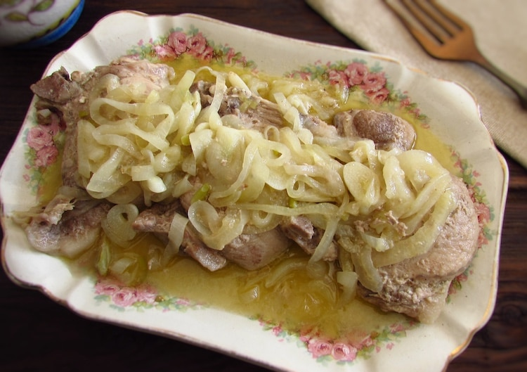 Pork chops with onion on a platter