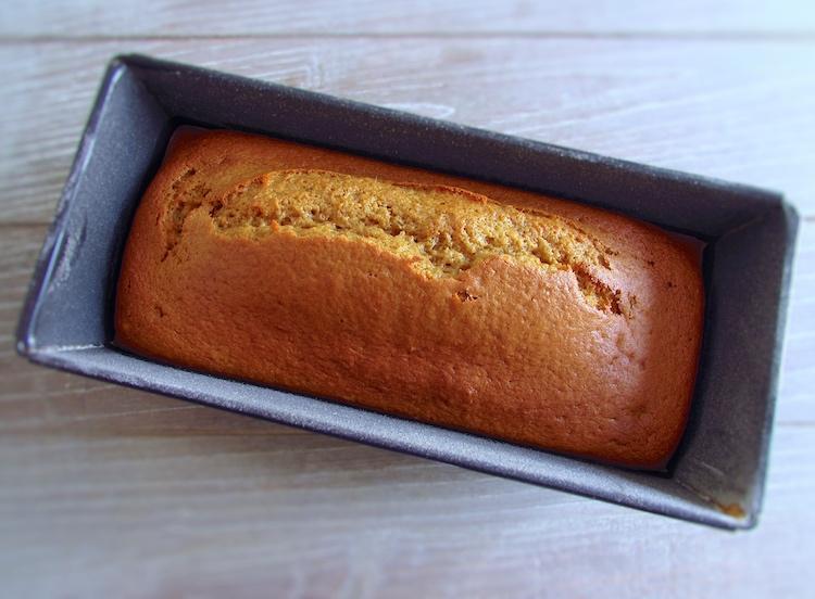 Bolo de manga numa forma de bolos rectangular