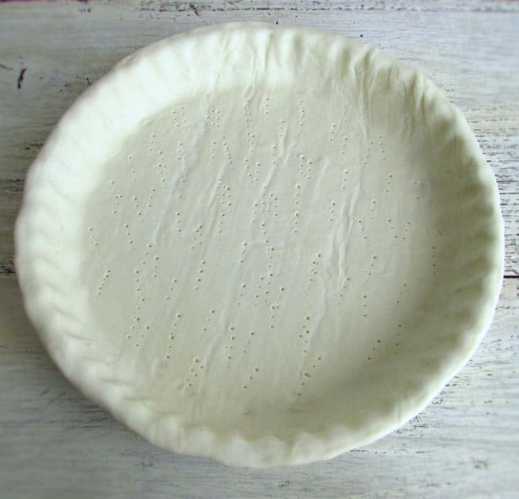 Pie pan lined with puff pastry