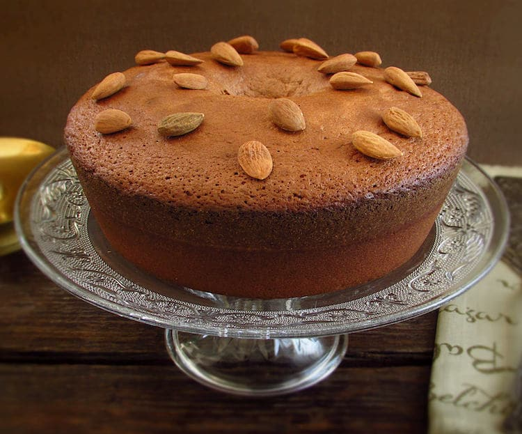 Almond honey and cinnamon cake on a plate