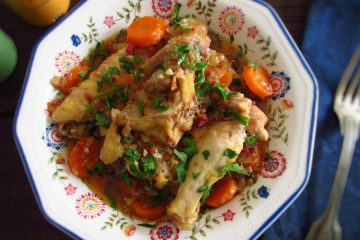 Chicken with chouriço on a dish