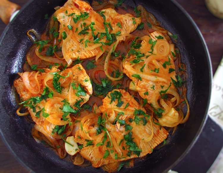 Turkey steaks with onions | Food From Portugal