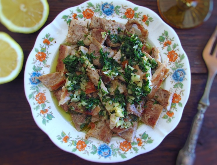 """Roast meat """"à Monchique"""" on a plate"""