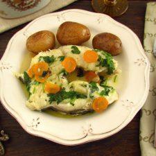 Safio estufado com cenoura num prato