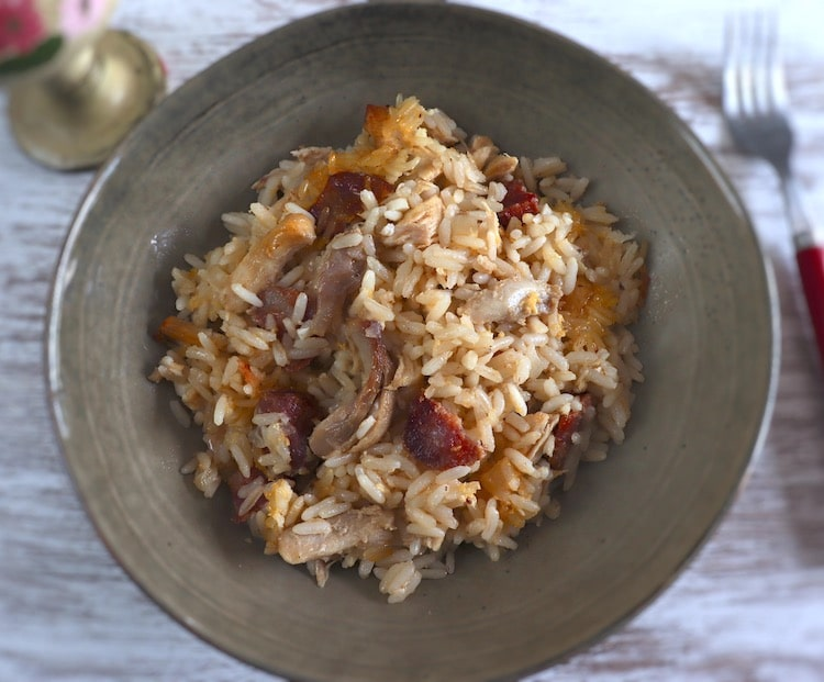Chicken and chouriço rice in the oven on a plate