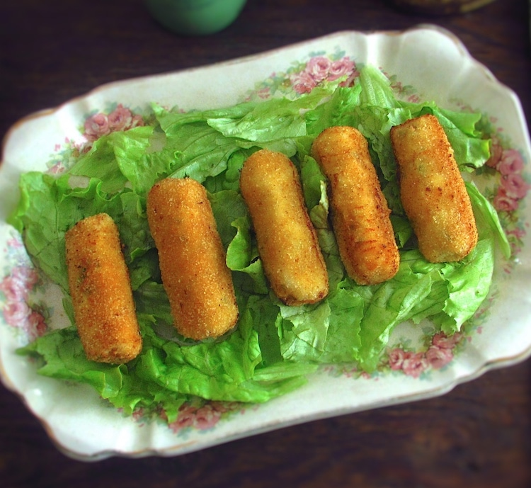Chicken croquettes on a platter