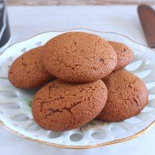 Simple cinnamon cookies on a plate