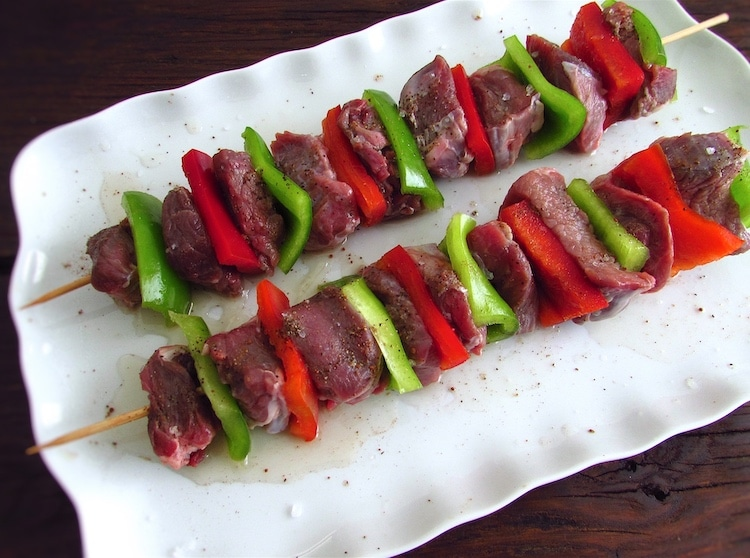 Kebabs seasoned with salt, pepper, nutmeg and lemon juice