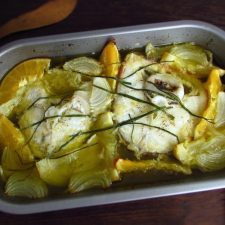 Maruca no forno com laranja e limão numa assadeira