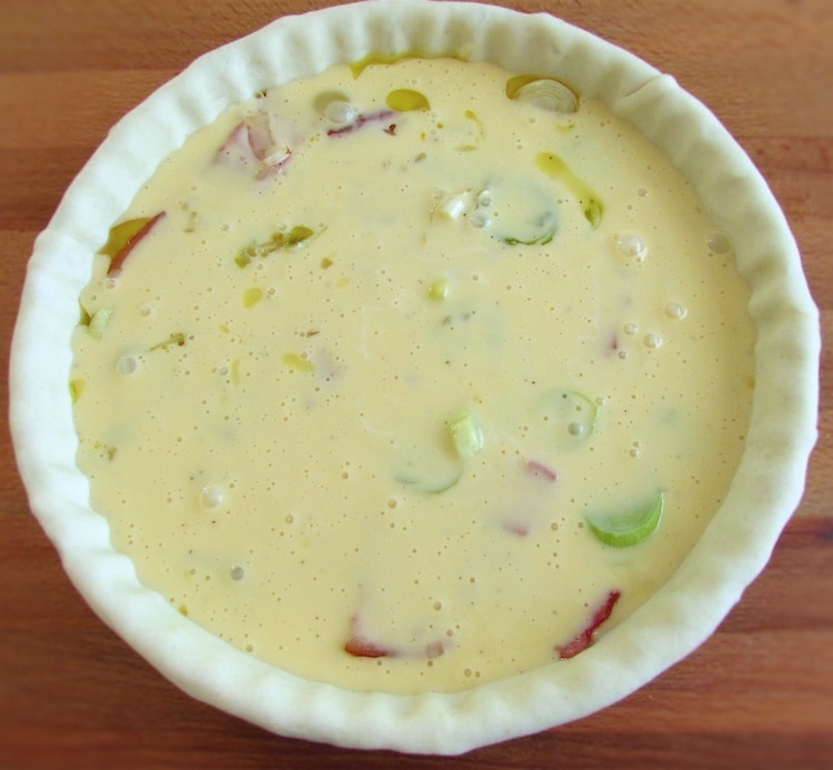 Bacon and leek mixture with béchamel over a pie