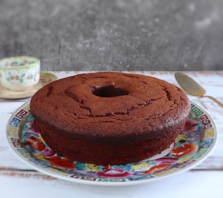 Cocoa lemon cake on a plate