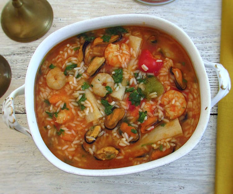 Seafood rice on a tureen